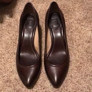 Frye Regina heels pumps in dark brown size 8